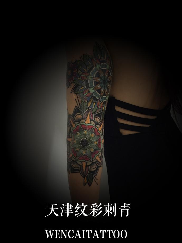 大美女蒋小姐自己设计纹身图案遮盖手臂伤疤
