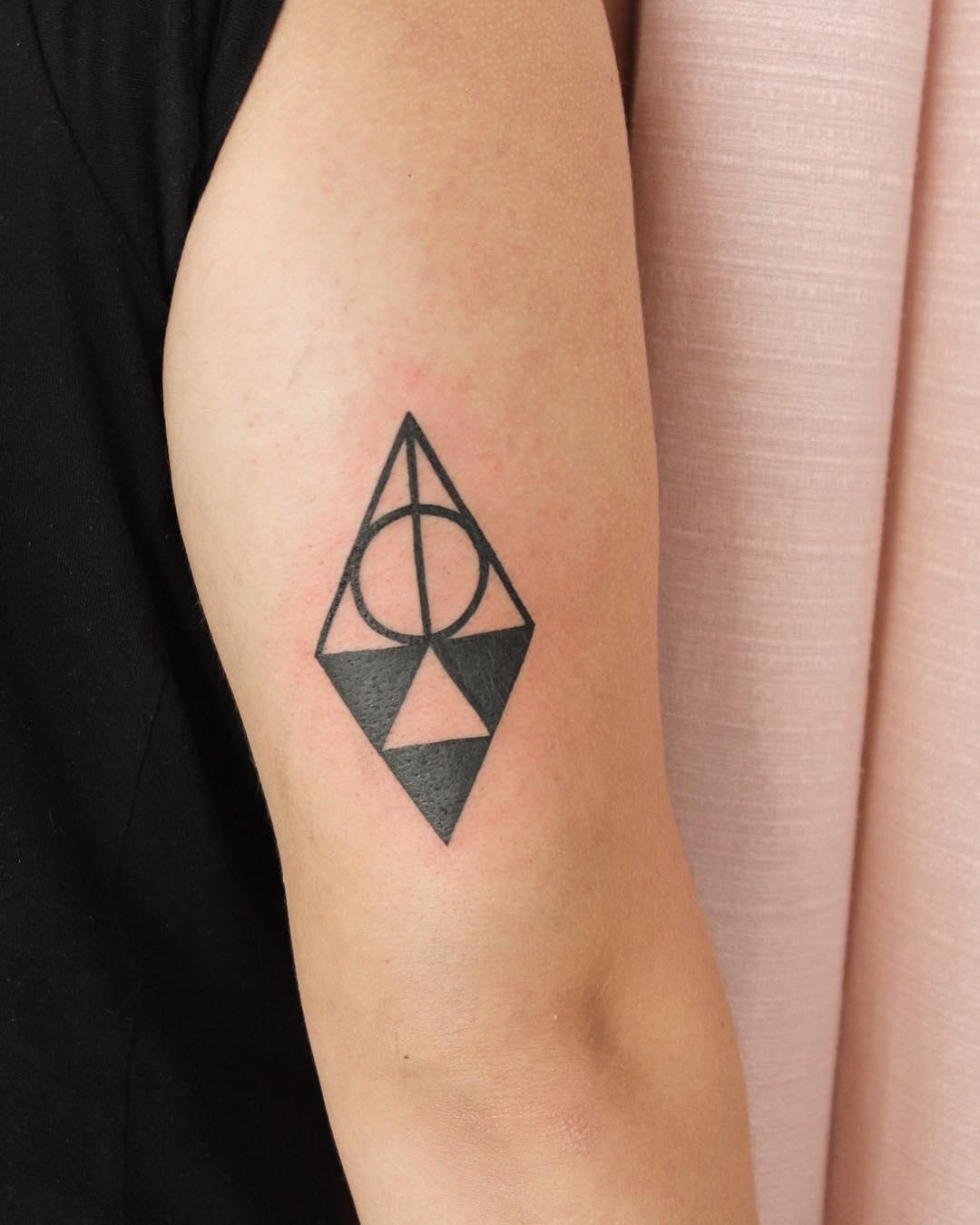 邹先生大臂几何图形纹身图案