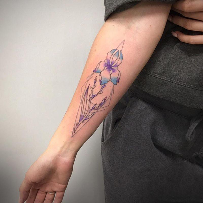 小臂彩色几何图形小花纹身图案